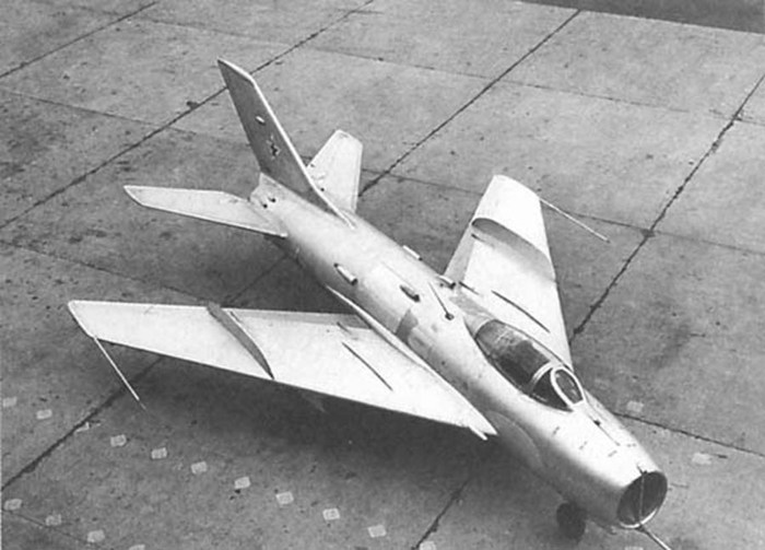MiG19S_