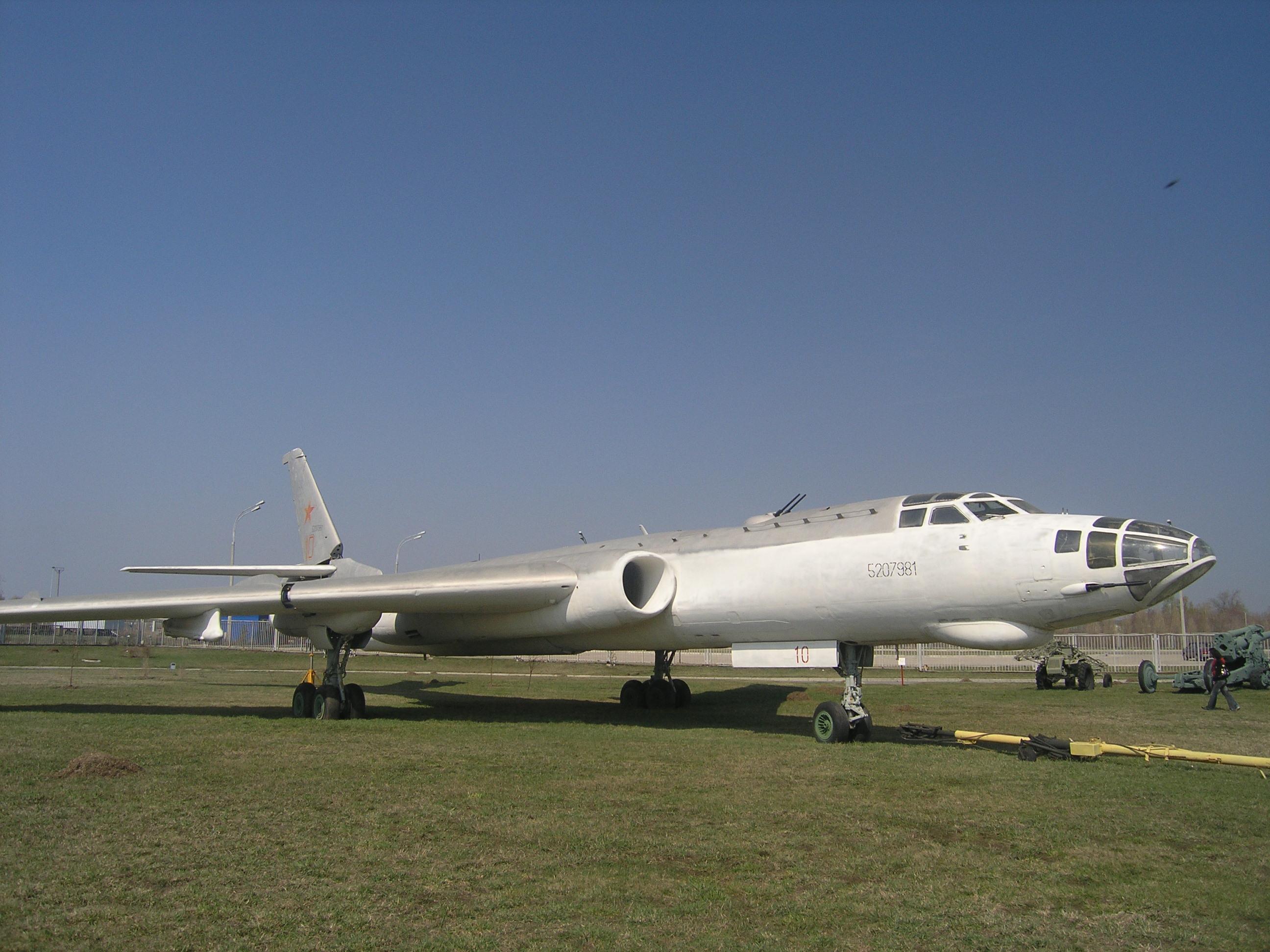 Tu-16,_museum,_Togliatti,_Russia-1