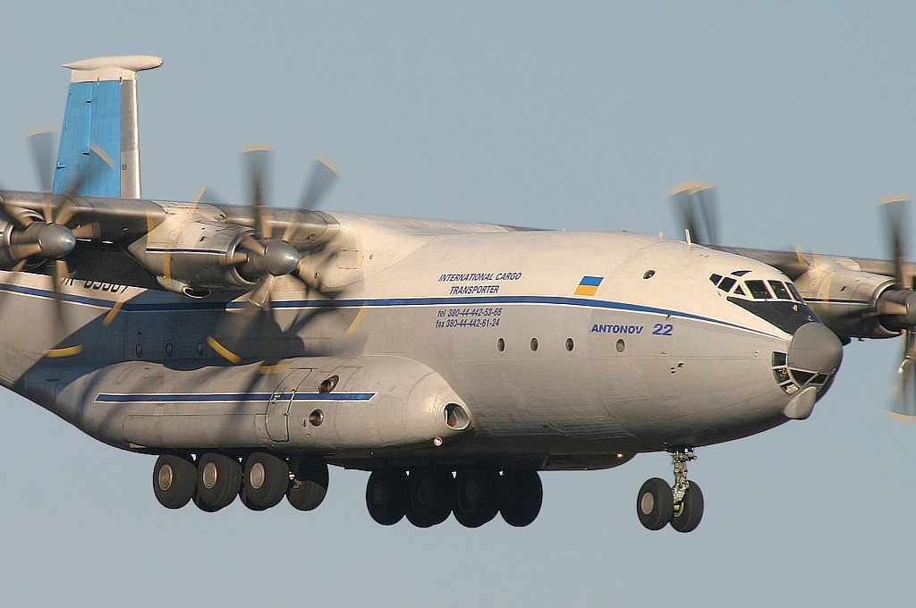 04_Antonov_An-22_Antei_2003