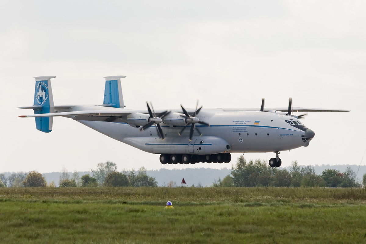 Antonov_An-22_2