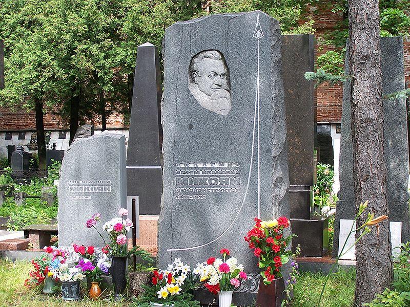 800px-Mikoyan_Grave