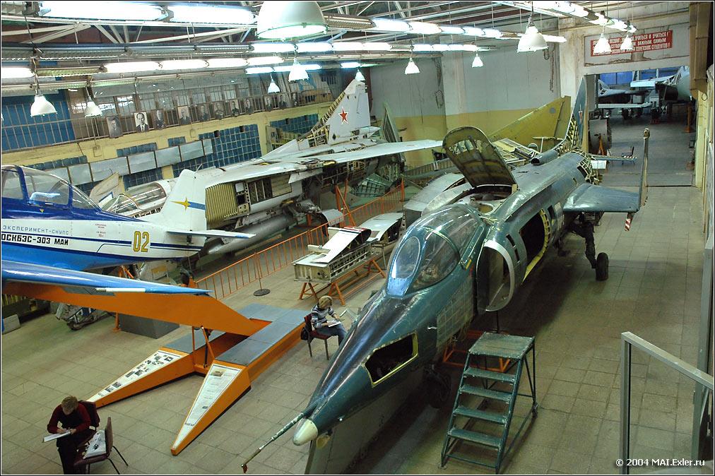 mai_hangar_01