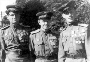 Боевые товарищи  (слева направо):  Г. Байков, М. Твеленев и С. Елизаров