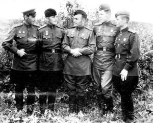 Командование 43-го ИАП  ( слева направо ): Н. С. Шустерман, С. А. Лебедев, А. А. Дорошенков, А. В. Кочетов, С. И. Маковский.  1944 год