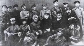 Группа летчиков и техников 1-го и 3-го дивизионов, участники Гражданской войны