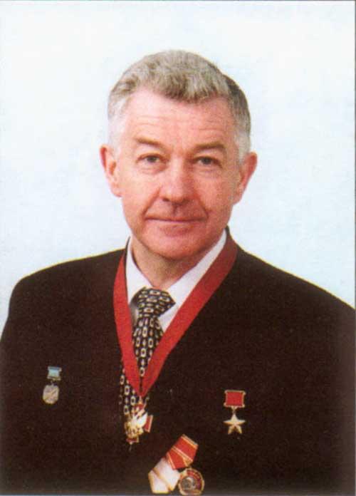 Александр гарнаев, герой российской федерации, летчик-испытатель 1-го класса